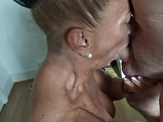 Lisa32ff deepthroat with CIM and cleanup