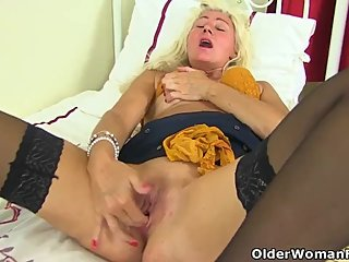 British mature Ellen stuffs her fanny with orange knickers