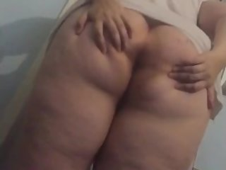 Shaking and clapping my big ass