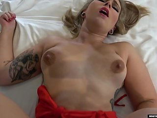 US TOURIST RED AUGUST - INDIANIZED. Preview Clip