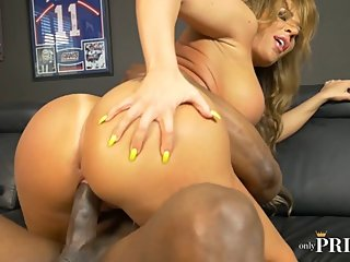 BUSTY MILF RICHELLE RYAN BOUNCES ON PRINCE'S BIG BLACK COCK