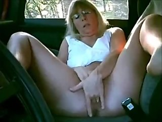 Mature lady masturbating in the car while dogging