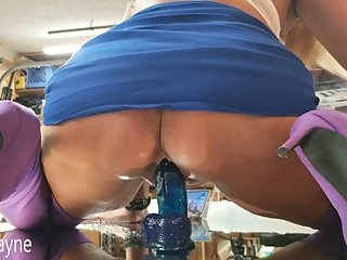 MILF Daizy Layne Fucks her  Wet Squirting Pussy with Huge Dildo on Mirror!