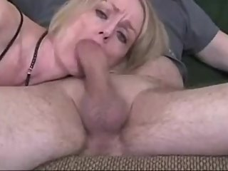 Hot Mom is an Experienced Cocksucker  - amaturefilm com for more