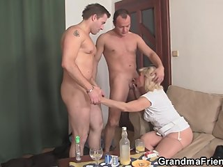 Horny blonde old mature lady double penetration