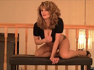 Mistress Jessica - You Love Me In My Pantyhose (Amateur)