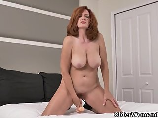 Florida milf Andi James spends quality time with dildo