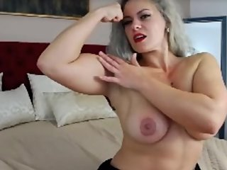 ES flexes her fabulus biceps and boobs