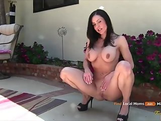 STUNNING STEPMOM GETS DEEP ASS FUCK
