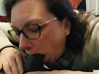 WHITE BBC SLUT SUCKING ON A THURSDAY - AMATEUR BBC SLUT