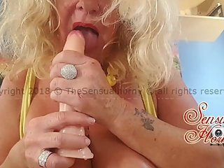 SLOPPY BLOWJOB from a hot (amateur) MATURE MILF