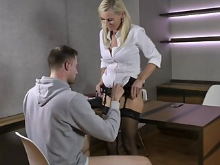The seduction I The Boss fucks her Trainee