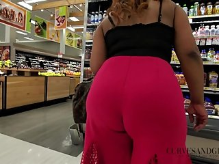 BUBBLE BUTT MILF DRESSED TO IMPRESS