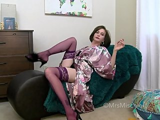 Your Horny Auntie - Mrs Mischief MILF pov taboo fauxcest virtual sex