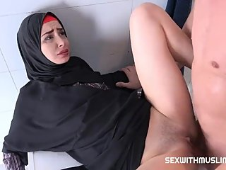 Screaming Petite Milf Loves Rough Fuck